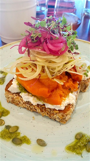 Pumpkin tartine with fennel, pickled red onion and feta